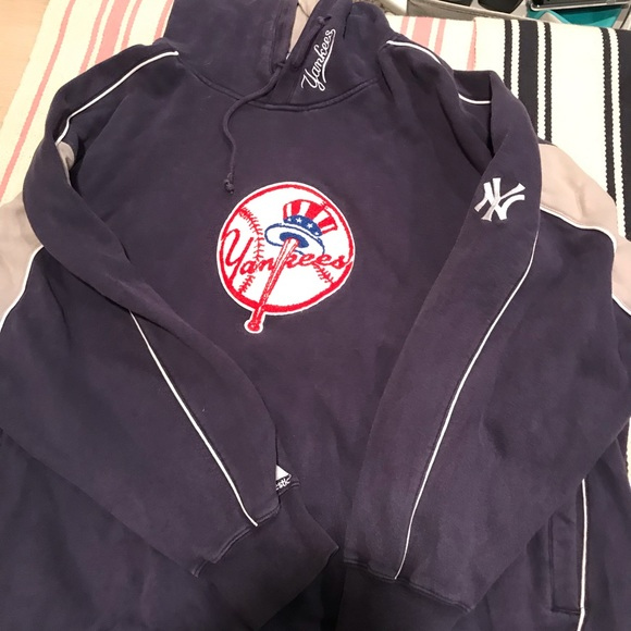 New York Yankees Majestic Sweatshirt 80c6aea0be8